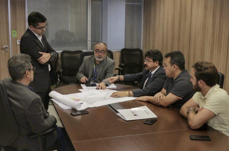 Antonio Fernando e empresário e pré-candidato a prefeito Lenarte Coelho (Botinha) com diretoria da COMPESA