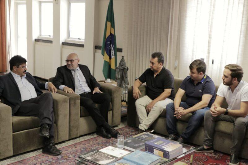 Deputado estadual Antonio fernando (PSC) com reitor da UFPE, Professor Alfredo Gomes