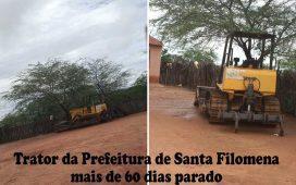 Trator da Prefeitura de Santa Filomena parado há mais de 60 dias