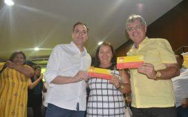 Governador Paulo Câmara com Cleomatson e Alcilene na filiação