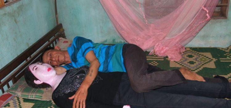 homem dorme com cadáver da esposa morta há 16 anos