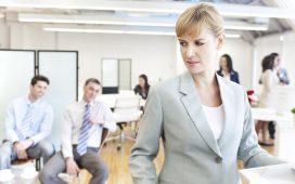 Três em cada dez homens consideram aceitável fazer piadas de cunho sexual no trabalho, mostra Ipsos