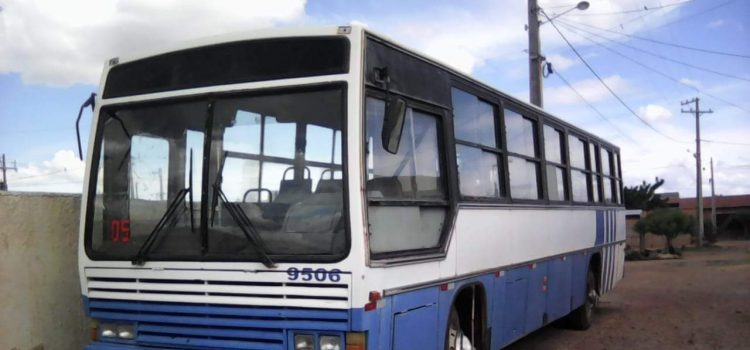 ônibus escolar 2 anos atrasado e motorista sem carteira em Santa Filomena PE