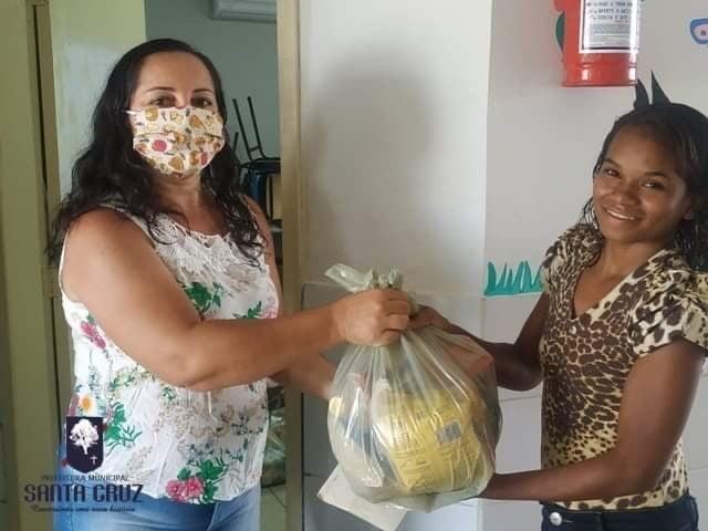 Prefeitura de Santa Cruz entrega de kits de alimentação aos alunos da rede pública
