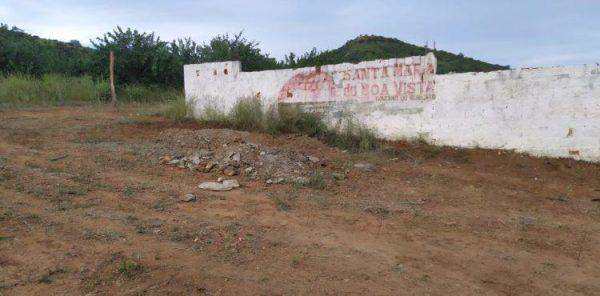 Vítima que morreu de Covid-19 em Petrolina, foi enterrada do lado de fora do cemitério em Santa Maria da Boa Vista