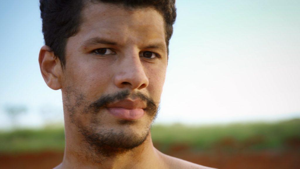 """""""Favela Gay – Periferias LGBTQI+"""" do Canal Brasil mostra como a arte mudou a vida de três homossexuais moradores de comunidades carentes"""