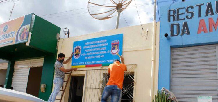 Comerciante doa placa de identificação ao Pelotão da Polícia Militar de Santa Filomena