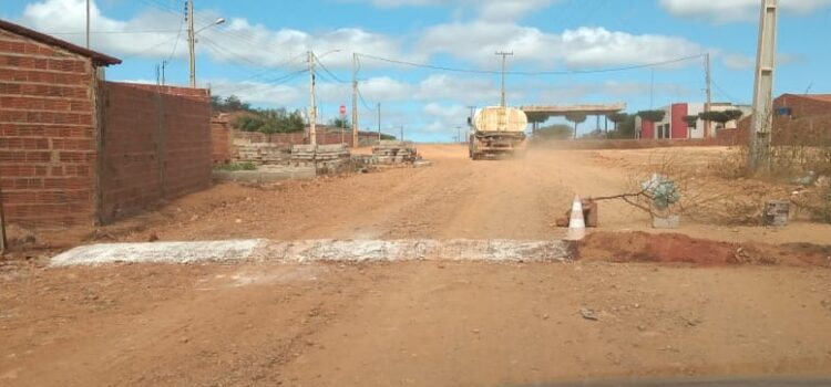 Prefeitura constrói lombadas irregulares no distrito do Socorro e incomoda populares