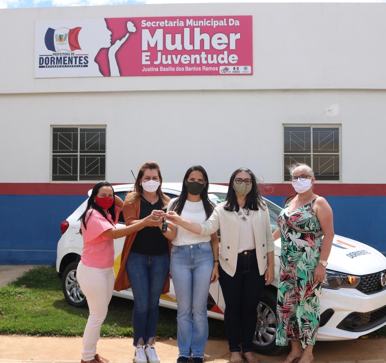 Deputada Roberta Arraes entrega carro 0Km à Secretaria da Mulher de Dormentes