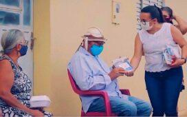 """Projeto """"Delivery de Amor"""" leva carinho e kits de cuidados para idosos do interior de Dormentes"""