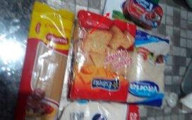 """Mãe de aluno envia foto do que a Prefeitura de Santa Filomena chama de """"kit de alimentação escolar"""""""