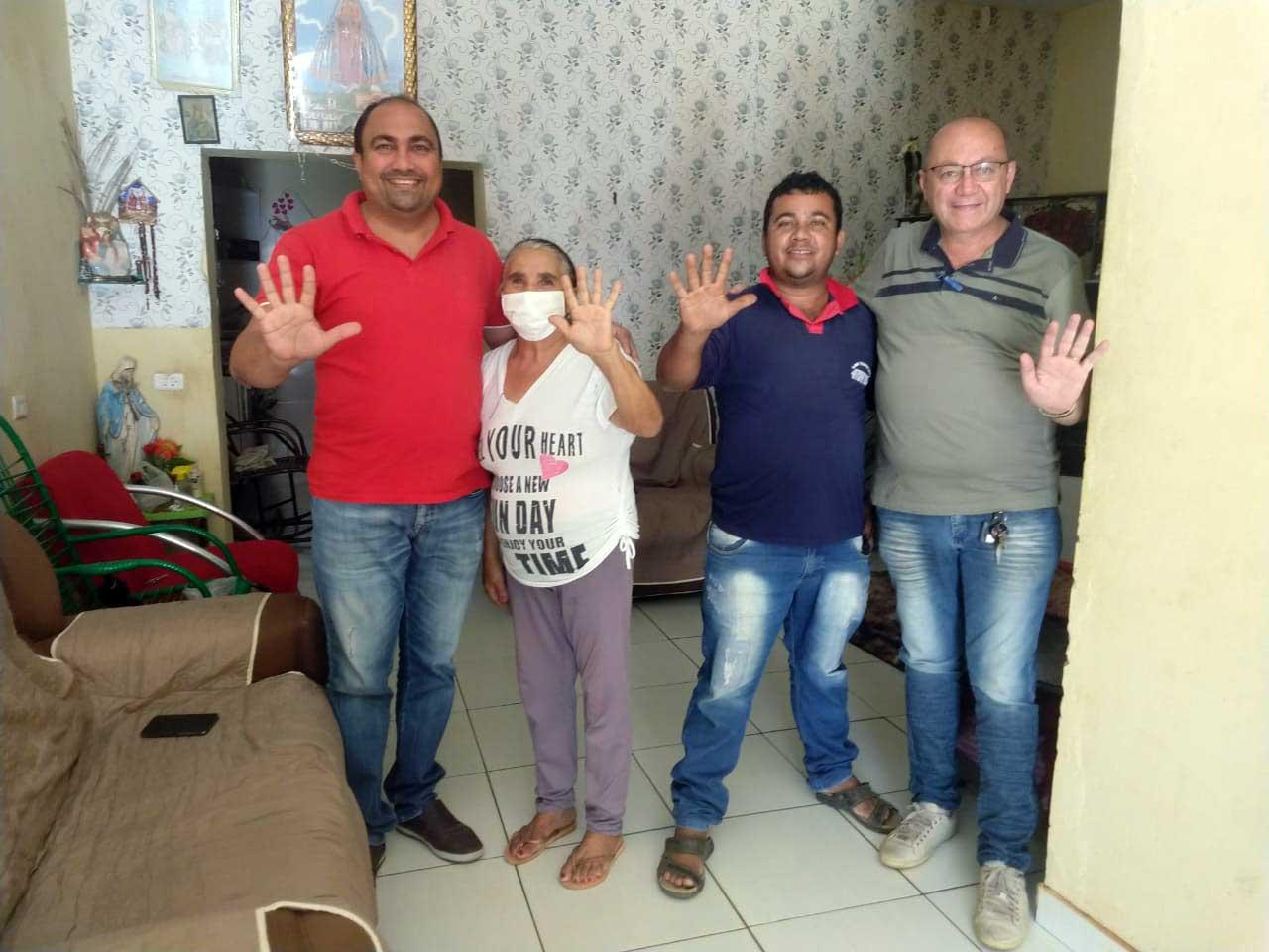 Dona Irenice e Adriano da Van acreditam na mudança com Gildevan Melo