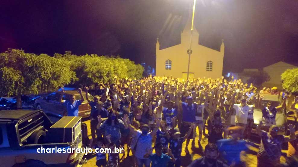 Adesivaço de Ariene no Livramento reuniu grande quantidade de pessoas, carros e motos