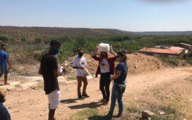 Estudantes arrecadam alimentos e máscaras de tecido em ação de combate aos efeitos da pandemia em Araripina (PE)