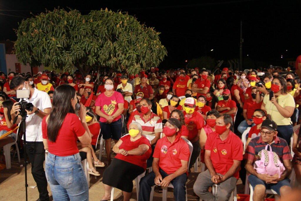 """""""Vamos continuar honrando o nosso compromisso com Dormentes e com o nosso povo"""" garante Josimara durante evento na zona rural"""