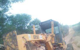 População denuncia: Máquina da Prefeitura atolada em Riacho por mais de uma semana