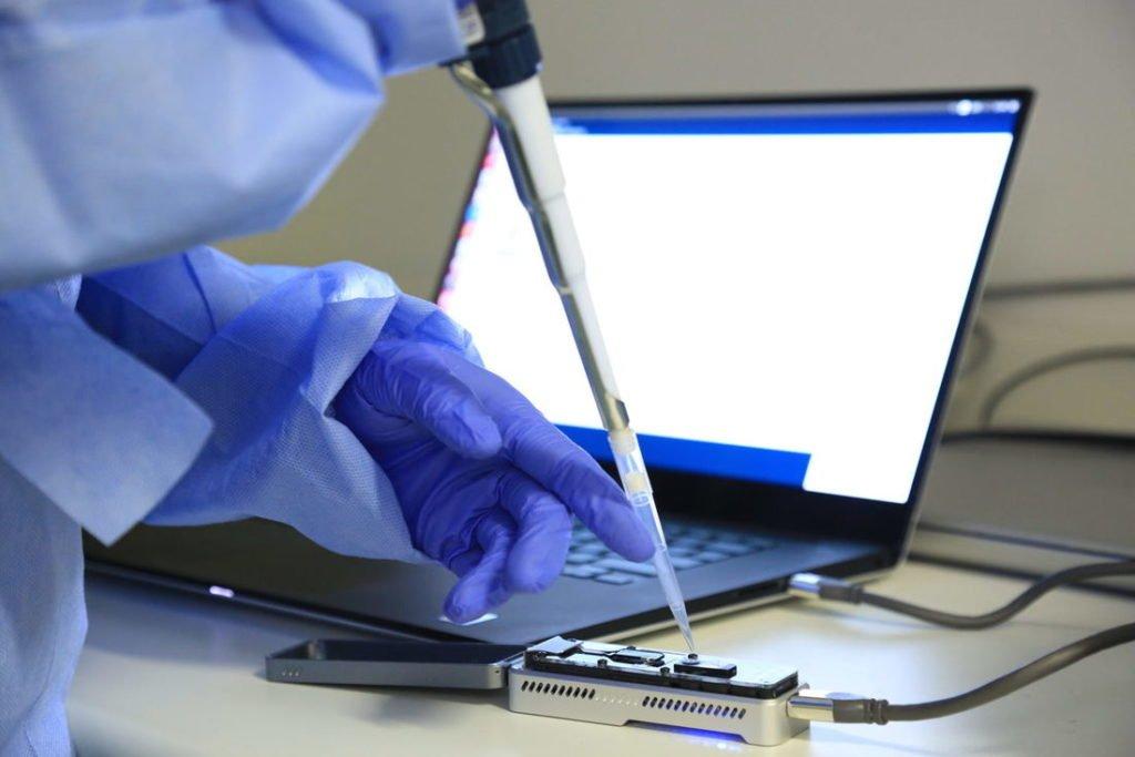 Em estudo, cientistas comprovam primeira reinfecção pelo novo coronavírus