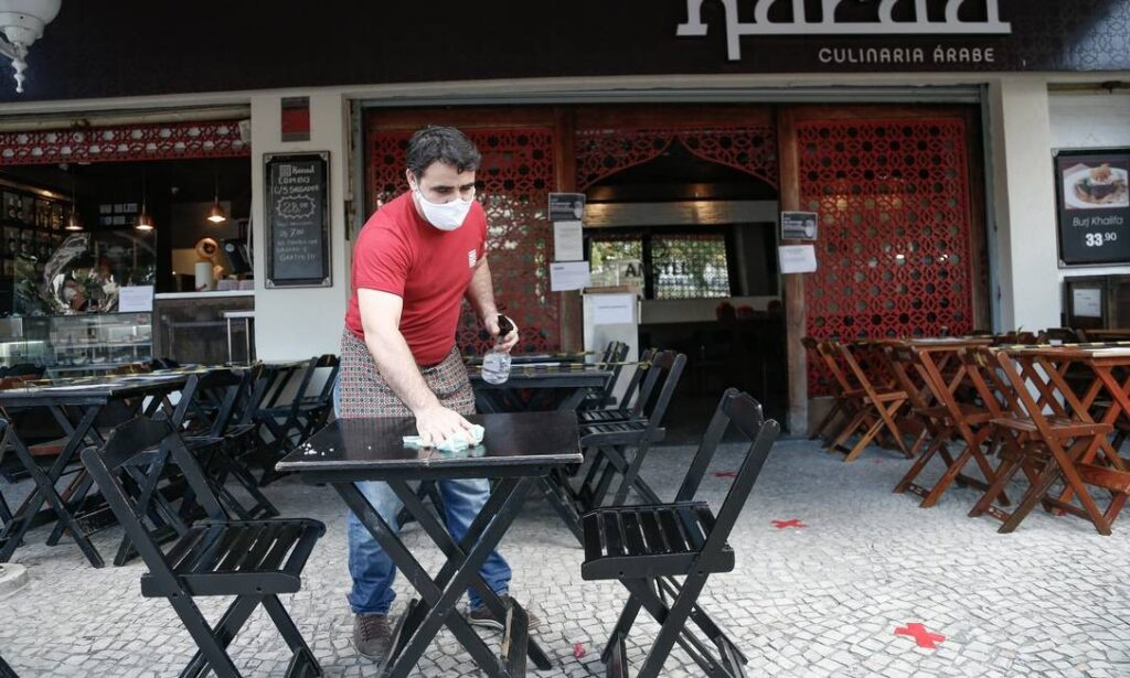 Bares e restaurantes fecham às 20h nas vésperas de Natal…