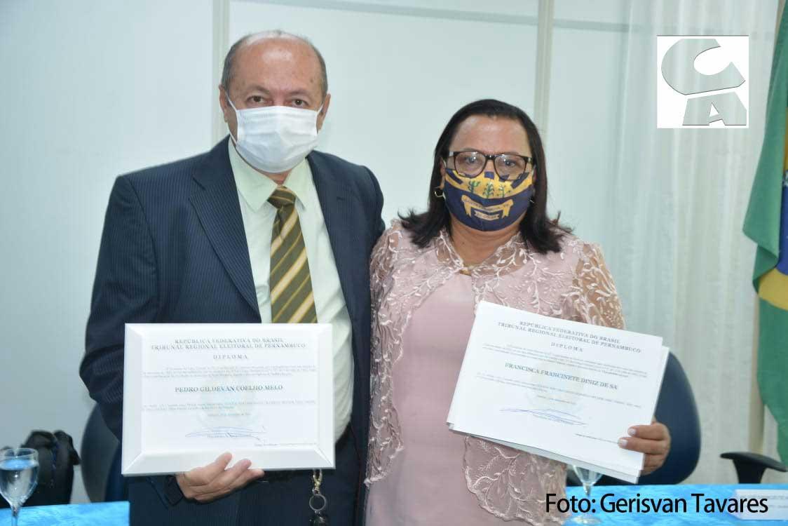 Santa Filomena: Gildevan Melo, vice-prefeita e vereadores são diplomados