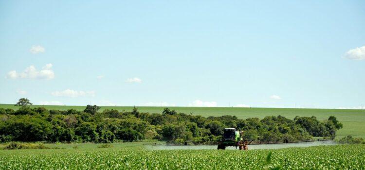 Deputado aciona Justiça e Congresso para derrubar liberação de mais 42 agrotóxicos