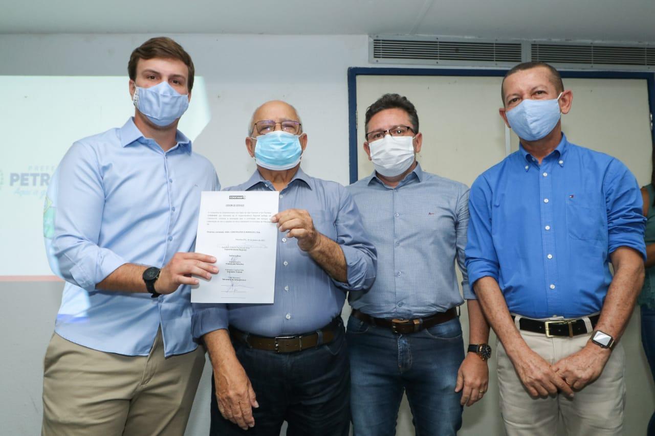 Miguel Coelho assina convênio de R$ 5,1 milhões para novas…