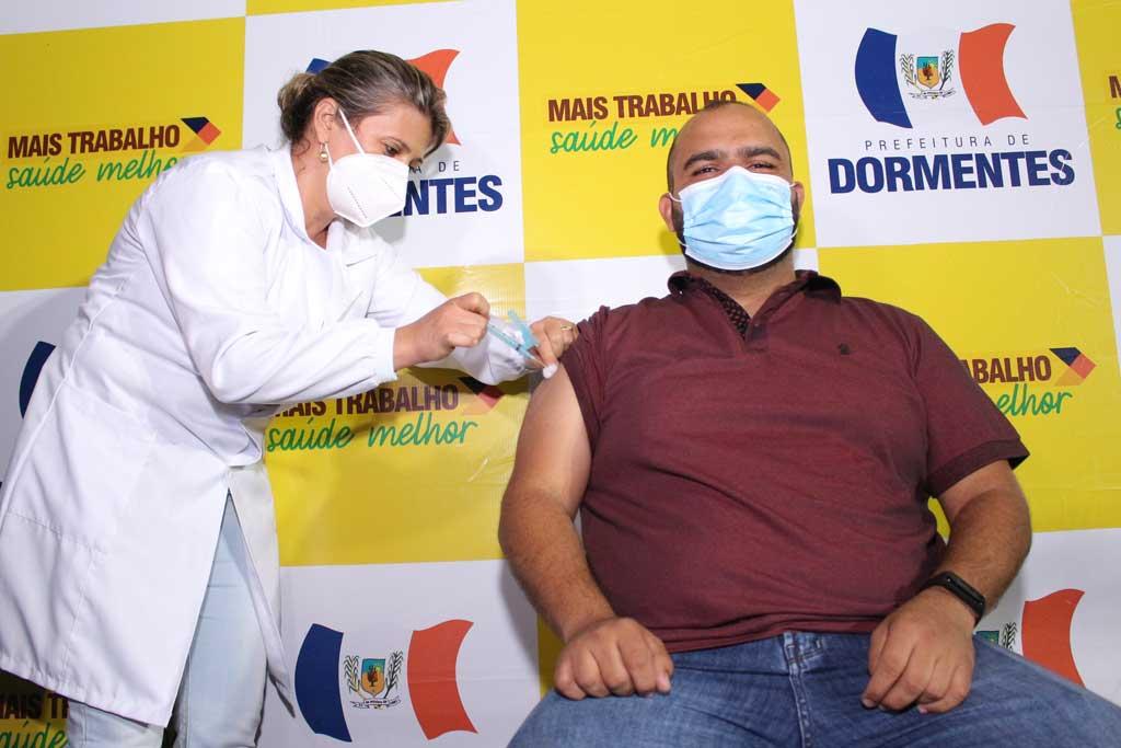 Dormentes conclui vacinação inicial contra a Covid em profissionais da saúde