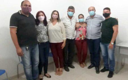 Prefeito Gildevan reúne com secretários e viaja à Brasília