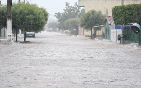 Cidades do Piauí registram fortes chuvas e barragens transbordam