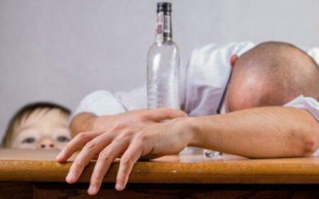 Veja 7 sinais de que você está exagerando na bebida…