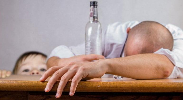 Veja 7 sinais de que você está exagerando na bebida alcoólica
