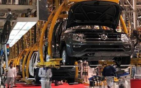 Volkswagen anuncia encerramento da produção de motores a combustão a…