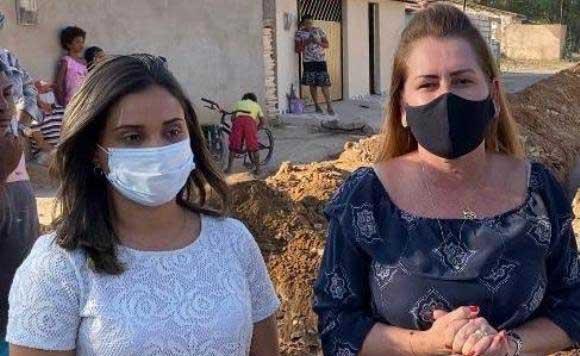 Roberta Arraes e secretária Fernandha Batista comemoram a licitação do Aeroporto do Sertão do Araripe
