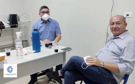 Prefeito Gildevan conversa com psiquiatra Dr Carlito Onofre, por mais…
