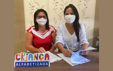 Em Dormentes Josimara Cavalcanti renova adesão ao Programa Criança Alfabetizada